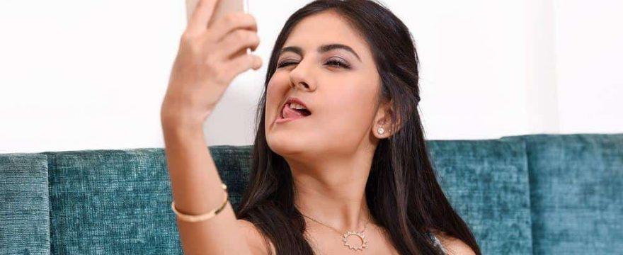 video chats girls selfie